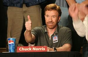 Chuck Norris lève le pouce