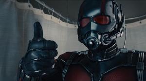 Ant-Man nous saluant d'un pouce en l'air