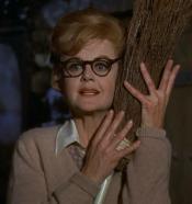 Eglantine Price, jouée par Angela Lansbury (1971)