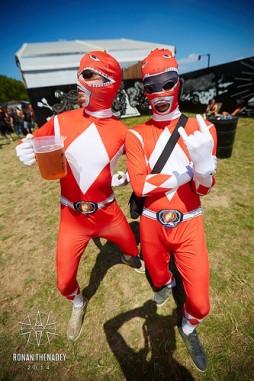 Et OUI, des fois il y a des Power Rangers au Hellfest.