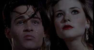 Johnny Depp et Amy Locane qui pleurent.