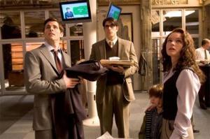 La famille idéale pour Jason : avec deux pères et une mère, comme pour Clark (étant donné que Lara Lor-Van, sa mère, ne lui parle jamais)