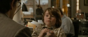 Et il est impossible qu'il ne se révèle pas comme Superman à son fils, parce que Clark Kent n'a pas assez d'autorité pour élever un gosse. On courrait à la catastrophe.
