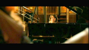 """En plus, la chanson que joue constamment Jason au piano, """"Heart and Soul"""", parle de quelqu'un qui est tombé follement amoureux à cause d'un baiser volé dans la nuit..."""