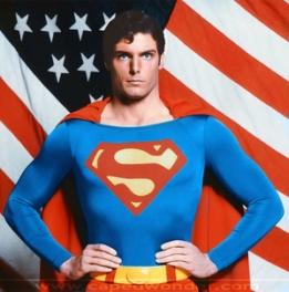 """""""Alors, Amérique, tu préfères un vieux glaçon de chez Marvel ou un superbe Superman ?"""""""