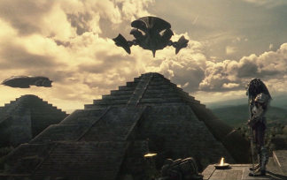 Un Predator superisant la construction d'une pyramide.