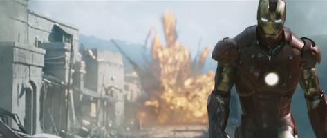 Iron Man qui vient de mettre une branlée à tout un groupe de terroristes.