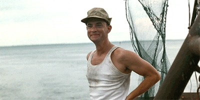 Forrest sur son bateau. Heureux.