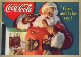 Le Père Noël profitant d'une fraîche bouteille de Coca-Cola dont il est l'égérie publicitaire.