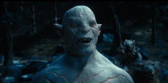 Azog souriant à pleine dents.