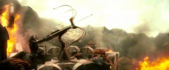 L'ancètre de Bard maniant une baliste pour tuer Smaug, sans succès.