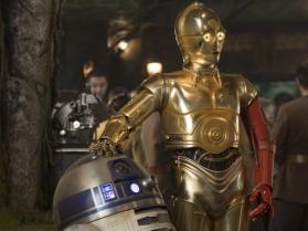 C3PO avec un bras rouge dans star wars 7