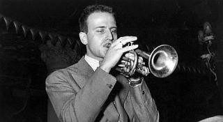Boris Vian qui joue de la trompette