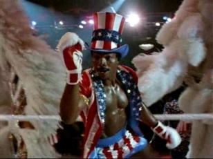 Apollo Creed habillé en Oncle Sam dans Rocky IV