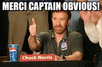 Chuck Norris levant le pouce.