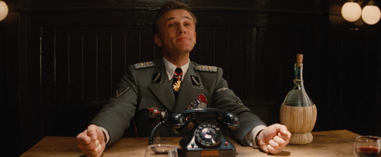 Hans Landa, l'officier Nazi d'Inglorious Basterds, particulièrement effrayant lorsqu'il est aimable.