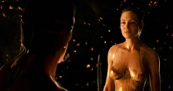 Angelina jolie beowulf scène nue