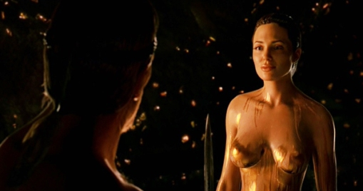 Image tirée du film La Légende de Beowulf, où l'on voit Angelina Jolie (nue).