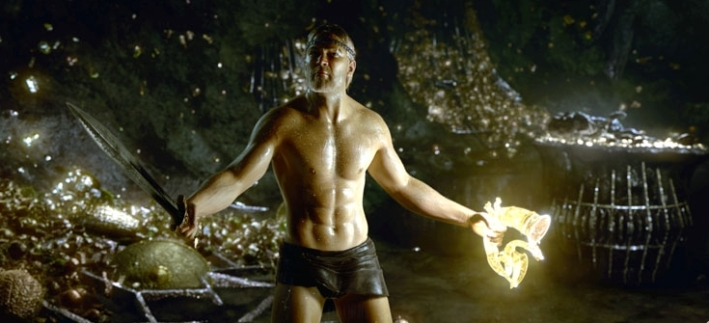 Beowulf en slip dans une grotte pleine d'or.