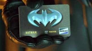 La fameuse carte de crédit marquée de logo de l'homme chauve-souris