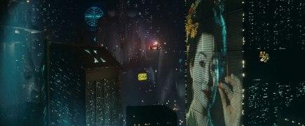 Une vue aérienne de Los Angeles et de ses panneau publicitaires hauts de plusieurs étages.