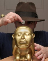 La fameuse tirelire à Hollywood Money d'Indiana Jones.