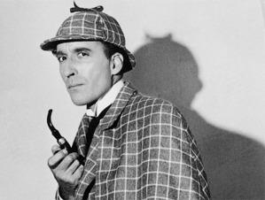 Petit rappel de la vision classique que l'on a de Sherlock Holmes. Celui qui reconnaît l'acteur gagne un cookie.
