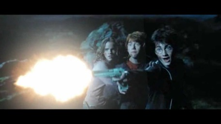 """""""N'aie pas peur Ron, c'est juste plus efficace qu'une baguette pour tuer des gens et on a le droit de s'en servir hors de l'école !"""""""
