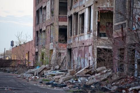 Un bâtiment abandonné dans un quartier de détroit, photo de Ann Hermes (2013)