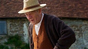 Ian McKellen dans le rôle de Sherlock Holmes dans Mr. Holmes