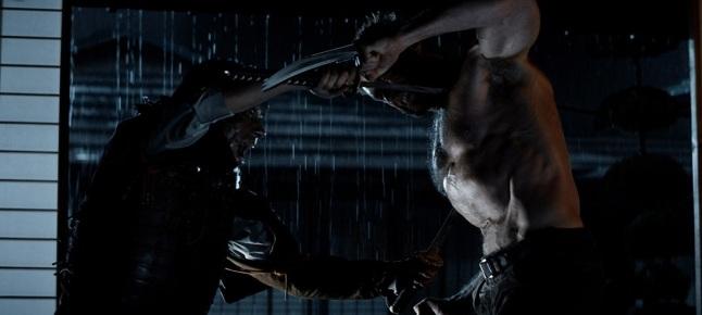 Singen et Wolverine se battant katana contre griffes dans un duel nocturne