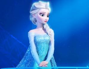 Elsa, personnage central de la Reine des Neiges, triste.