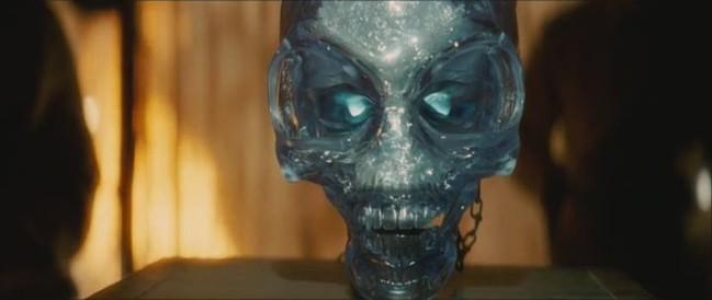 Un crâne de cristal tiré du film.