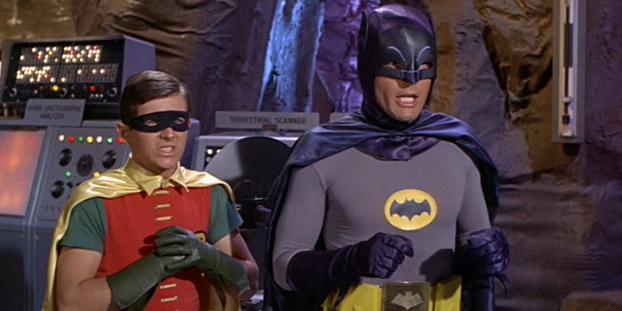 Batman et Robin surpris dans leur film de 1966;