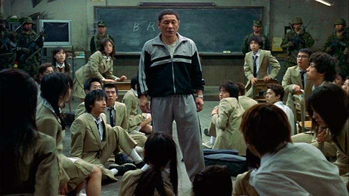 Monsieur Kitano, le professeur encadrant Battle Royale, donnant quelques conseils aux étudiants.