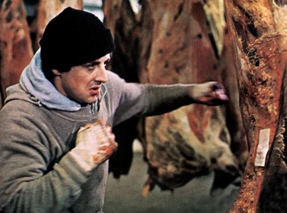 Rocky Balboa s'entrainant contre de la viande froide