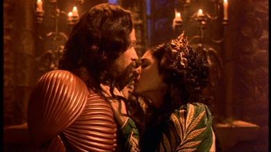 Dracula (joué par Gary Oldman) et Elisabetha (jouée par Winona Ryder), dans le film Dracula (1992)