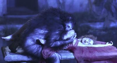 Dracula et Lucy en train de forniquer sur un banc, dans le Dracula de Coppola.