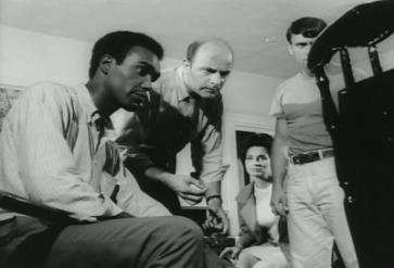 Une partie des survivants du film avec Duane Jones incarnant Ben en premier plan