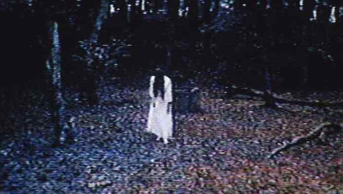 Sadako sortant du puits dans la fameuse VHS