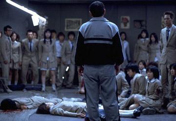 La classe de Battle Royale horrifiée par le fait que leur ancien prof vienne de causer la mort de deux des leurs