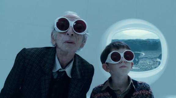 Charlie et son grand-père portant d'étranges lunettes et représentant les critiques au regard faussé.