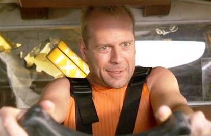 Bruce Willis conduisant son taxi dans le Cinquième Element de Luc Besson