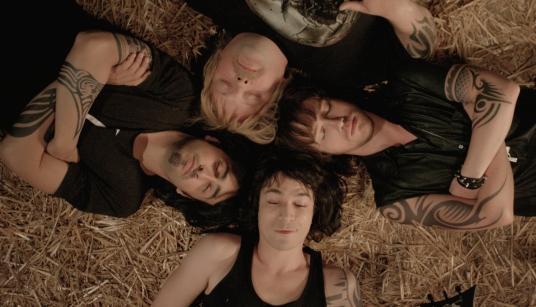 Les quatre membres du groupe de métal de Pop Redemption avec Julien Doré comme leader.