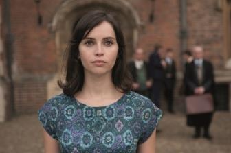 Felicity Jones dans le biopic sur Stephen Hawkings.