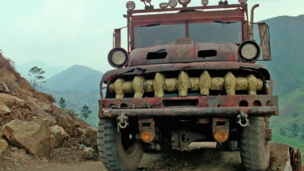 Le camion nommé Sorcerer dont l'avant rappelle le visage du démon gravé dans la roche (les phares en guise d'yeux, la calandre rappelant ses crocs et deux trous dans le capots pour les narines dilatées).