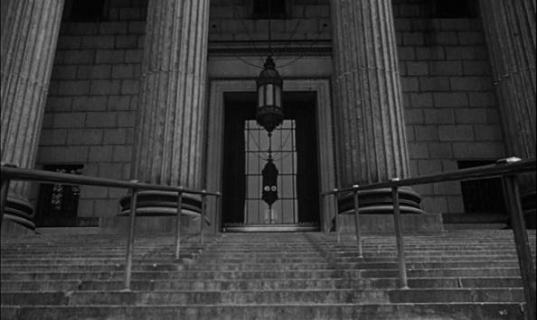 La porte d'entrée du tribunal.