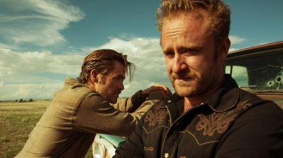 Chris Pine et Ben Foster incarnant les deux frères gangsters Toby et Tanner Howward dans Comancheria