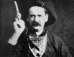 Justus D. Barnes tirant un coup de revolver face camera dans L'attaque du grand rapide (1903)