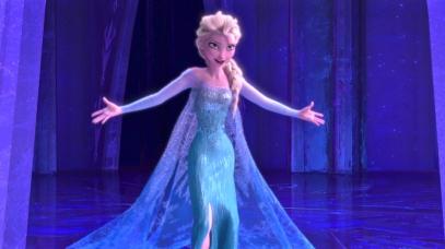 Elsa, personnage central de la Reine des Neiges, chantant sa célèbre chanson sur sa libération tout en devenant une femme fatale, soit l'incarnation des fantasmes masculins